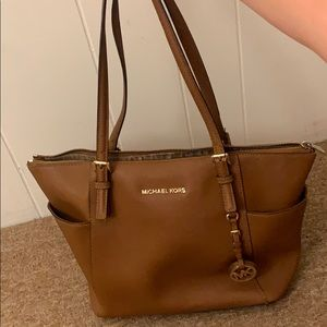 Jet Set Large Saffiano Leather Top-Zip Tote Bag